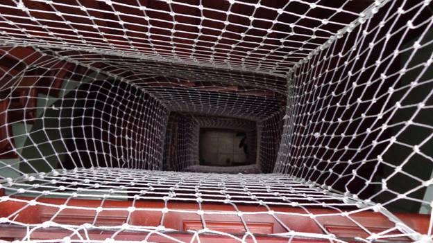lưới bảo vệ giếng trời